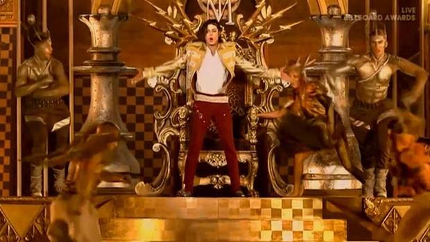 Michael Jackson 重現舞台  現場演繹新歌 Slave To The Rhythm