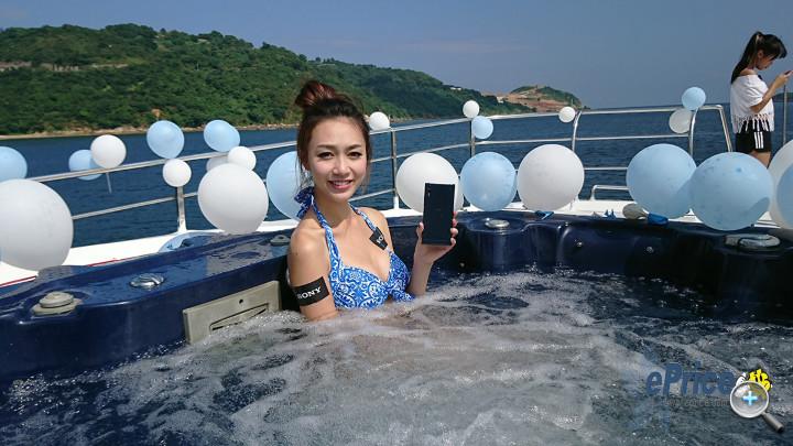 【多圖】益網友!水著正妹上手 Sony Xperia XZ!