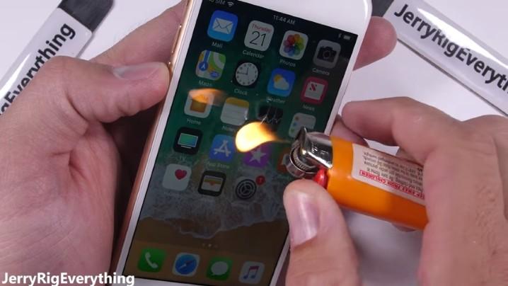 火燒刀刮用力拗!iPhone 8 殘忍測試又嚟啦