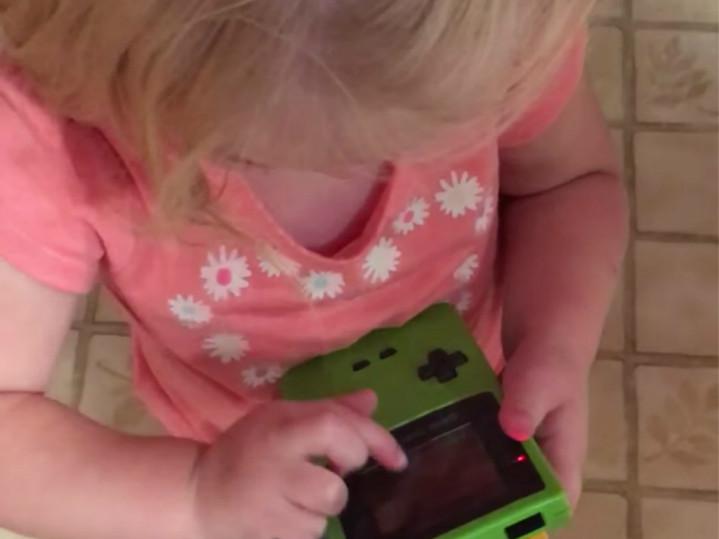 妹妹你太年輕了!冇 Touchscreen,有遊戲機都唔識玩