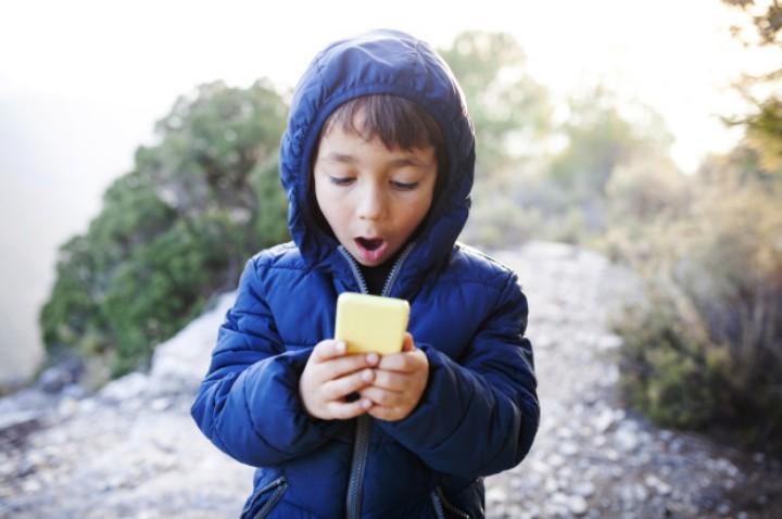 嚇死寶寶了!日本媽媽怪招阻兒子偷玩手機
