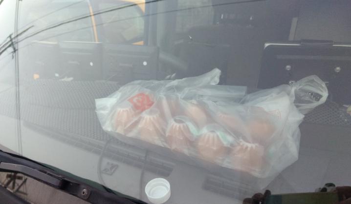 夏日熱辣辣  雞蛋放車廂結果變成咁