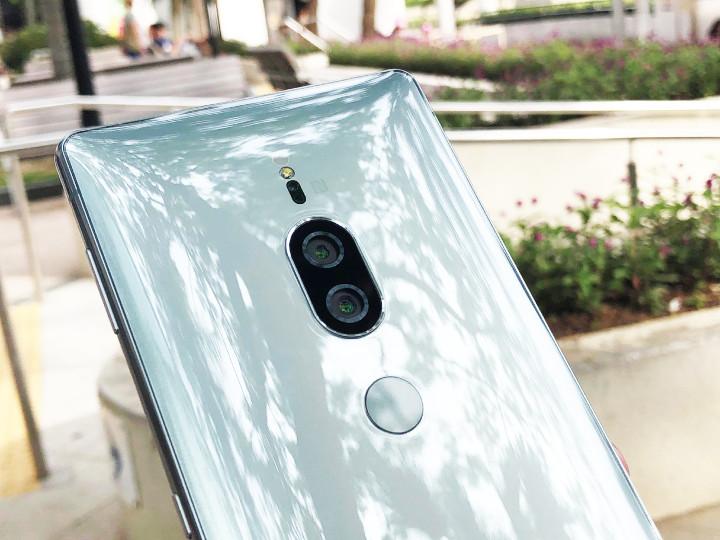 螢光花園兩機比拼!Sony Xperia XZ2 Premium 要做夜攝王