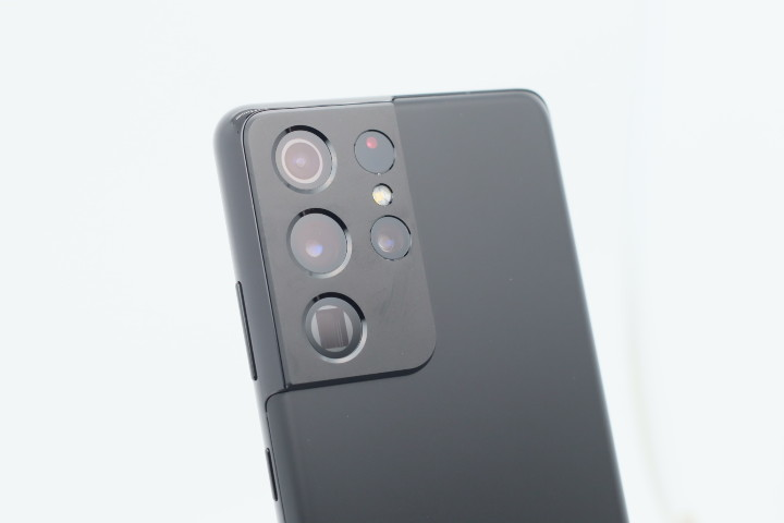 四個鏡頭再加雷射自動對焦感應器。